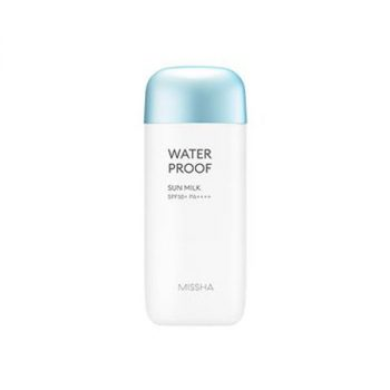 ▪ Sweat, Water, Sebum Proof – Doesn't rub off on contact with water, provides long-lasting sun protection, and is suitable for all types of outdoor activities. ▪ Eucalyptus Extract for Oil Control – Eucalyptus extract helps to control oil production, keeping the skin feeling soft and refreshed. ▪ Keeps Skin Refreshed in 3 Ways – Lightweight, non-sticky, non-greasy formula allows for comfortable wear even for extended periods of time.